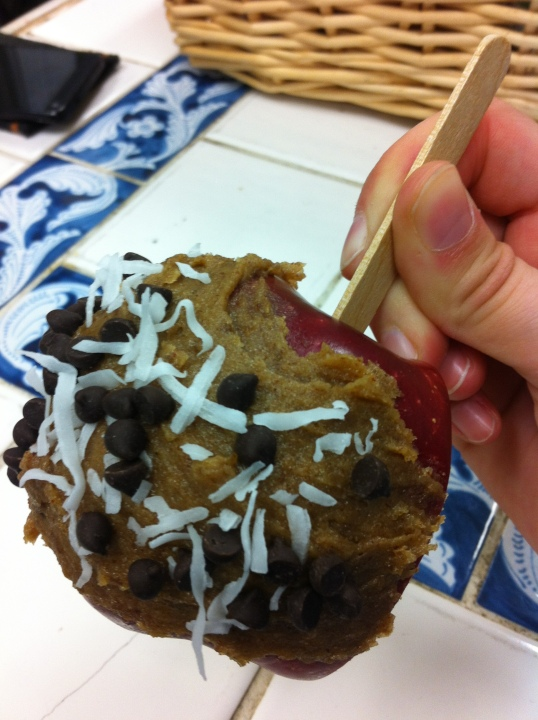 The finished product: whole-food vegan caramel apple!