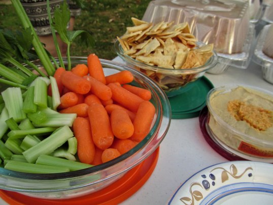 Hummus & veggies appetizer